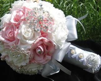 brooch-bouquet-681536